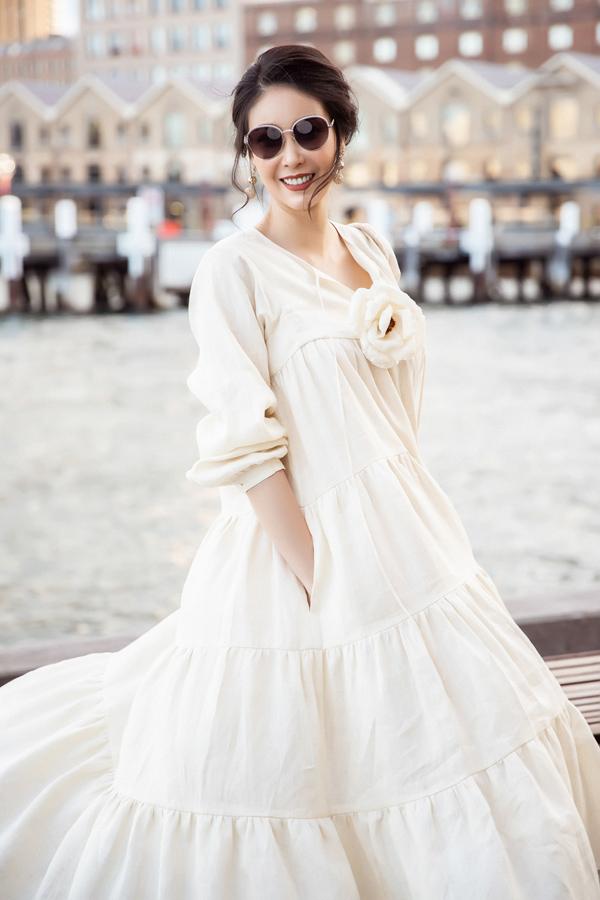 Tinh thần vui vẻ và sự chăm chút bản thân giúp Hà Kiều Anh duy trì sắc vóc cuốn hút  ở tuổi 43.