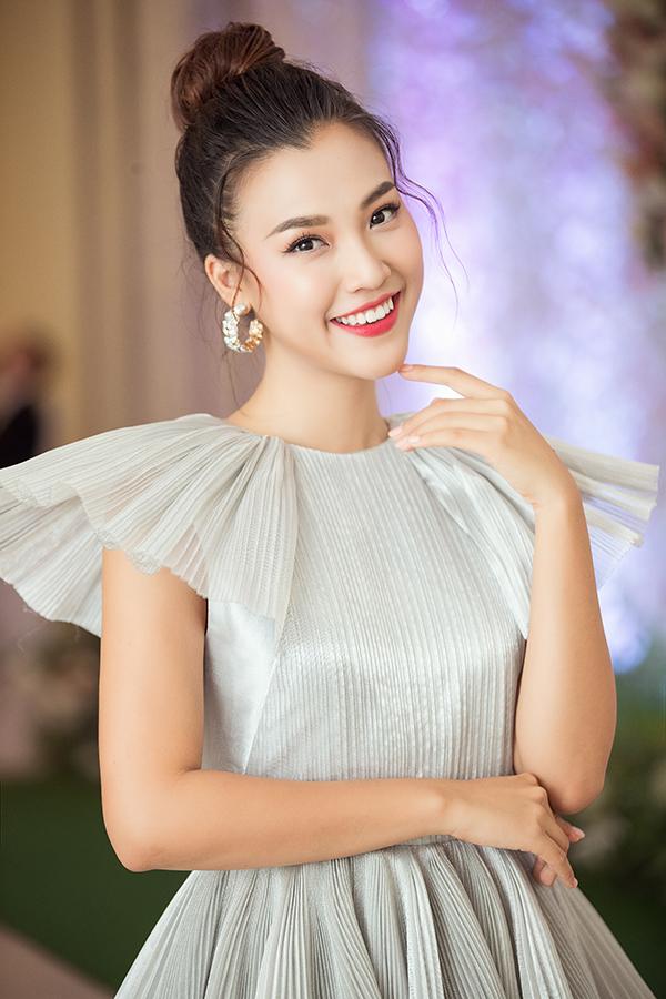 Sau khi kết thúc đợt quảng bá phim Ước hẹn mùa thu, Hoàng Oanh tham gia một số hoạt động cộng đồng rồi trở về với lịch dẫn show thường ngày. Cô cho biết nhận được một vài lời mời đóng phim, song cần thời gian nghiên cứu kịch bản mới quyết định lựa chọn.