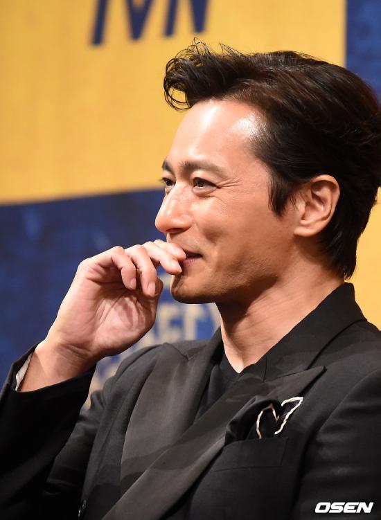 Jang Dong Gun ở tuổi ngấp nghé 50 trông đã dừ hơn rất nhiều, dù vậy, trông anh rất phong độ.