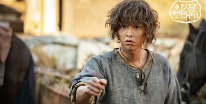 Một khoảnh khắc ngây ngô của Song Joong Ki trong phim.