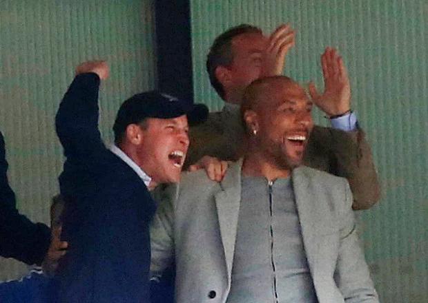 Hoàng tử Anh rất mê bóng đá. Hôm 18/5, William bỏ đám cưới hoàng gia của phu nhân  Lady Gabriella để xem chung kết FA giữa Man City và Watford.