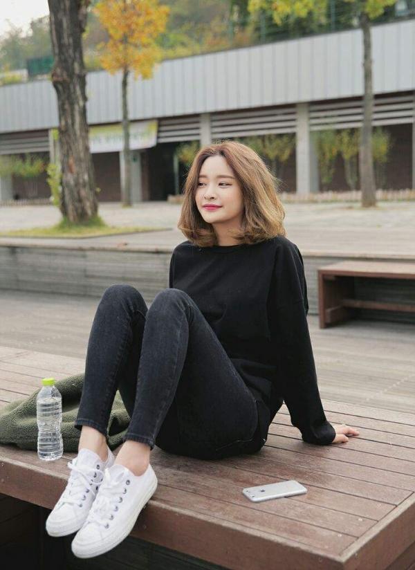 Phong cách thời trang và làm đẹp của giới trẻ Hàn Quốc ảnh hưởng không nhỏ tới xu hướng làm đẹp tại Việt Nam. Hè năm nay, kiểu tóc ngắn ngang vai được các cô nàng xứ sở kim chi đua nhau diện.