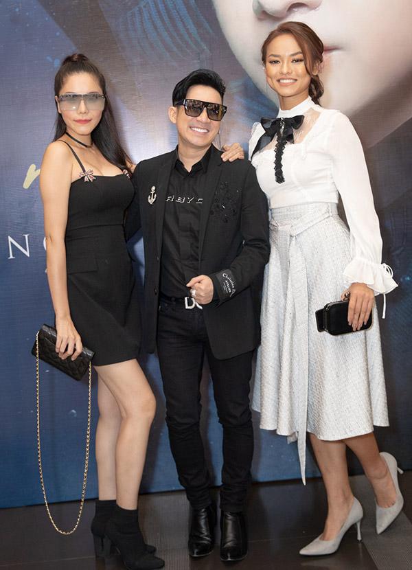 Quang Hà rất vui khi hội ngộ Kiwi Ngô Mai Trang và Mai Ngô. Anh chấp nhận lộ chiều cao khiêm tốn khi đứng giữa chụp ảnh cùng hai người đẹp chân dài.