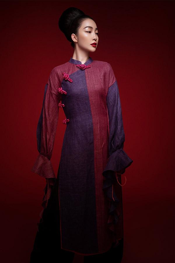 Áo dài được may bằng chất liệu mềm, mát, kiểu dáng không quá bó tạo cảm giác thoải mái khi mặc trong mùa nóng.