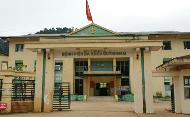 Bệnh viện đa khoa huyện Quỳnh Nhai nơi xảy ra vụ việc.