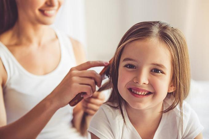 Một phút đọc: Cảm ơn cô đã chải tóc cho con