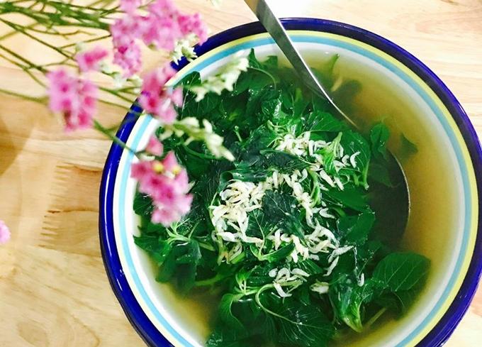 Món canh tép moi nấu rau dền cơm ngọt thanh.