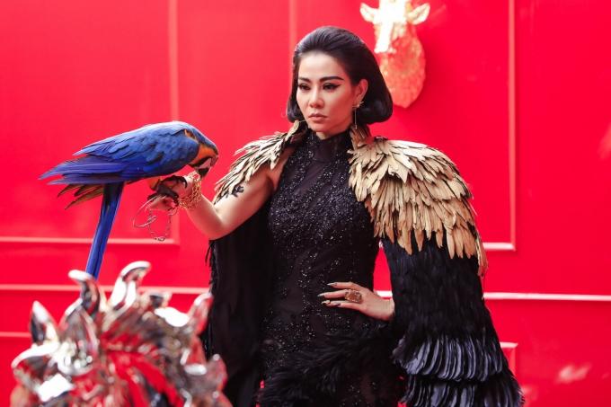 Thu Minh xuất hiện với tạo hình ấn tượng, đầy quyền lực trong MV Diva.