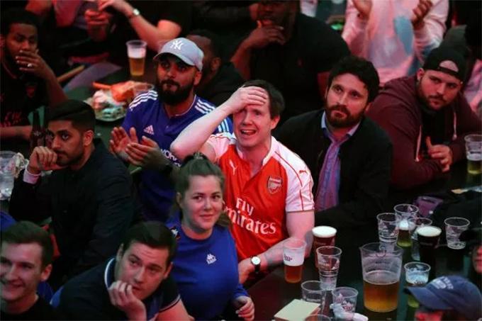 Ngược lại là nỗi buồn và sự tiếc nuối của CĐV Arsenal. Trận đấu kết thúc với chiến thắng 4-1 nghiêng về Chelsea.