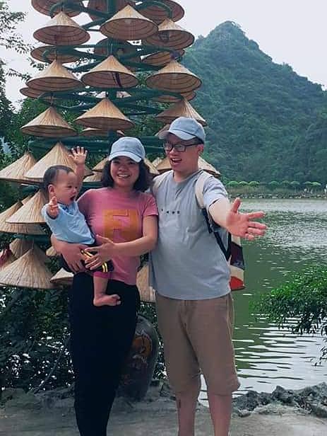 Gia đình chị Châm trong một chuyến đi du lịch.
