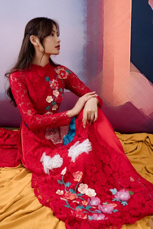 Bộ ảnh được thực hiện với sự hỗ trợ của trang phục: Maki Bridal, người mẫu: Hải Yến, nhiếp ảnh: Lê Nguyễn Tuấn Minh, giám đốc hình ảnh: Say, trang điểm: Huyền My.