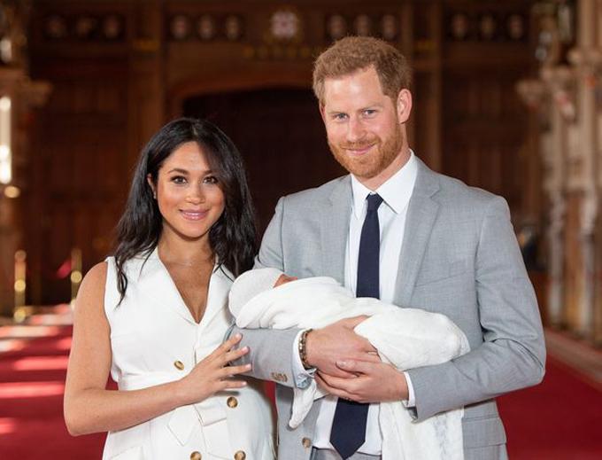 Meghan Markle và chồng, Hoàng tử Harry, bên con trai Archie chào đời hôm 6/5. Ảnh: PA.
