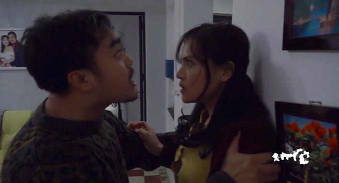 Trọng Hùng và Thu Quỳnh trong cảnh Khải cưỡng hiếp Huệ