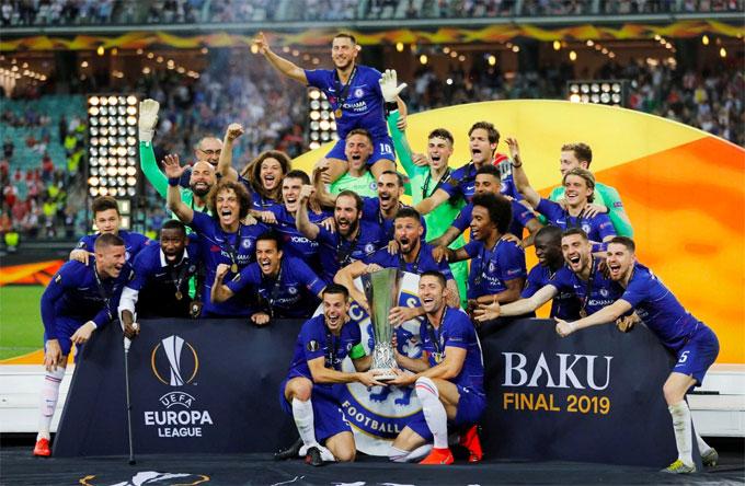 Tuy vậy, hiềm khích giữa hai người có lẽ được tạm gác lại trong lễ ăn mừng chức vô địch Europa League. Trong trận chung kết với Arsenal, David Luiz đá chính từ đầu còn Higuain ngồi dự bị và không được tung vào sân.