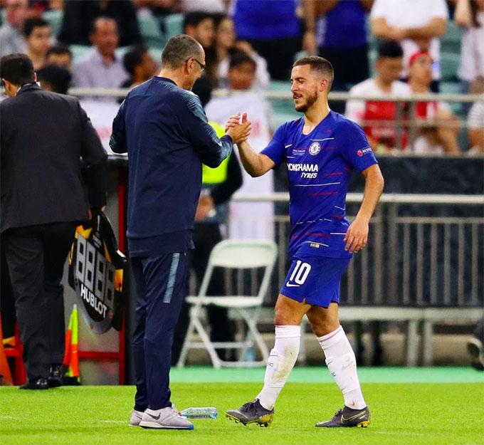 HLV Sarri có danh hiệu đầu tiên cùng các học trò. Chelsea trải qua giai đoạn cuối mùa khó khăn với những lục đục trong nội bộ, gần nhất là trường hợp của Higuain và David Luiz hay trước đó là vụ thủ môn Kepa kháng lệnh. Tuy vậy, The Blues vẫn vượt qua khủng hoảng để đứng thứ ba tại Ngoại hạng Anh rồi đoạt Europa League.