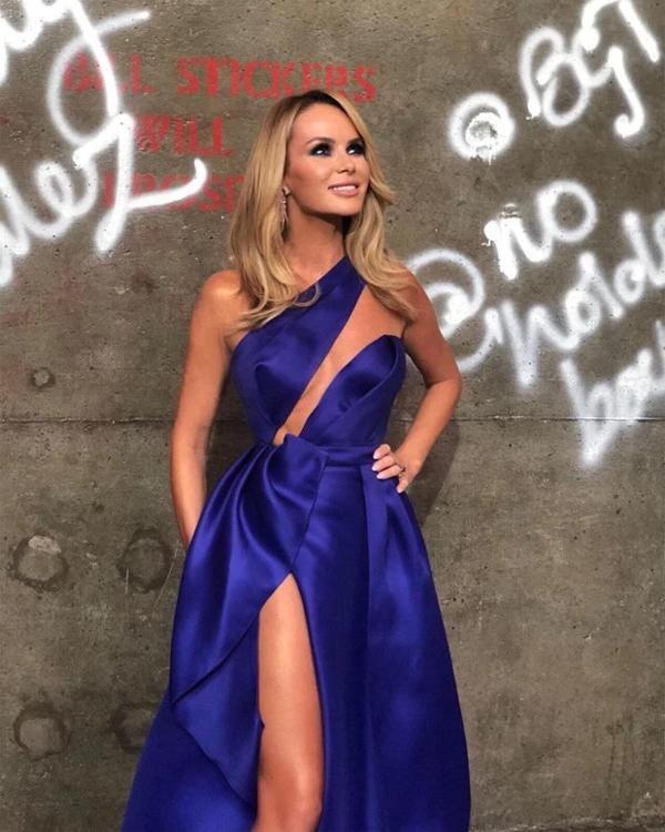 Nữ giám khảo Got Talent mặc đầm xẻ hở ngang hở dọc trong chương trình tối 28/5.