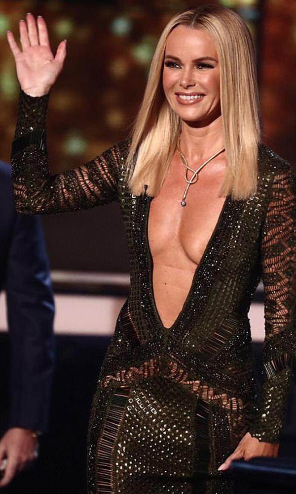 Năm 2017, Amadan vấp phải sự phản ứng dữ dội với bộ váy khoét sâu phần ngực trong đêm chung kết Got Talent.