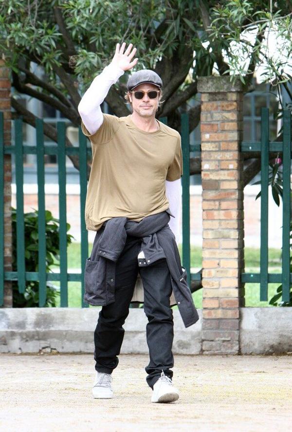 Tài tử vừa trở về từ Cannes (Pháp) sau khi dự liên hoan phim. Tác phẩm điện ảnh Once Upon a Time in Hollywood do Brad Pitt và Leonardo DiCaprio đóng chính tuy không đoạt giải Cành cọ vàng nhưng gây tiếng vang lớn. Sắp tới, Brad sẽ bận rộn đi quảng bá bộ phim này trước khi phim được công chiếu rộng rãi từ ngày 26/7.