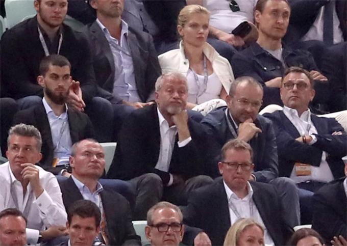 Phần lớn thời gian, Abrahimovic thể hiện trạng thái buồn tẻ.