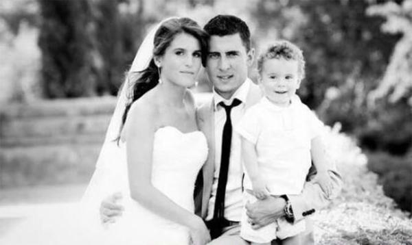 Hazard và Natacha trong ngày cưới năm 2012 khi cậu con trai đầu lòng Yannis được hai tuổi.
