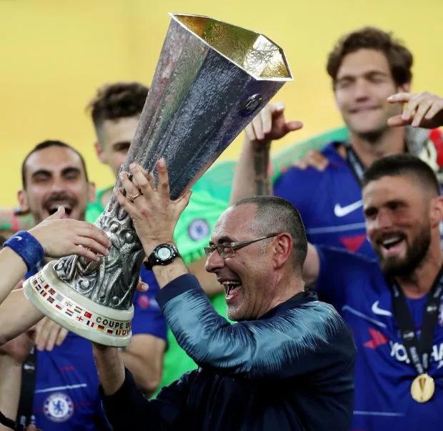 Sau thời gian khủng hoảng, HLV Sarri có danh hiệu lớn đầu tiên cùng Chelsea