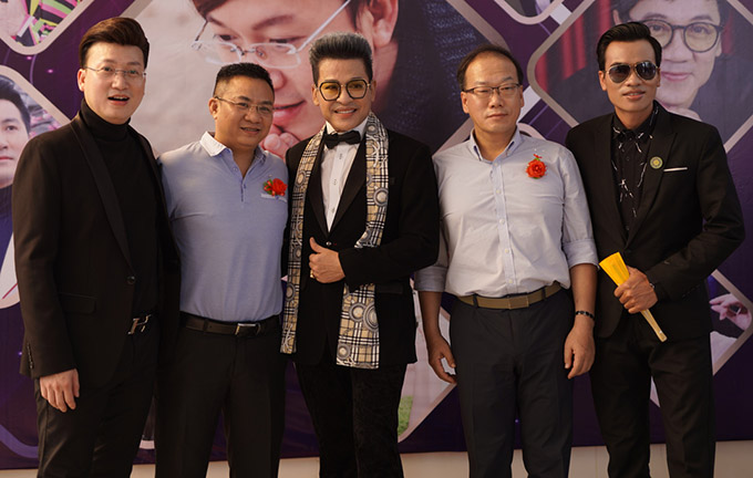 MC Thanh Bạch và nhiều mạnh thường quân ủng hộ dự án ý nghĩa của Sỹ Luân.