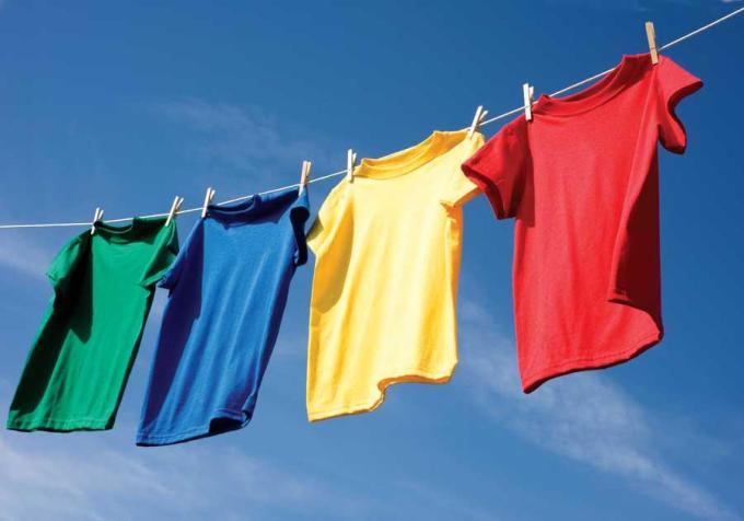 Một số loại vải không chịu được nhiệt độ cao, dễ bị hỏng khi phơi trực tiếp dưới ánh nắng mặt trời. Xin nguồn ảnh.