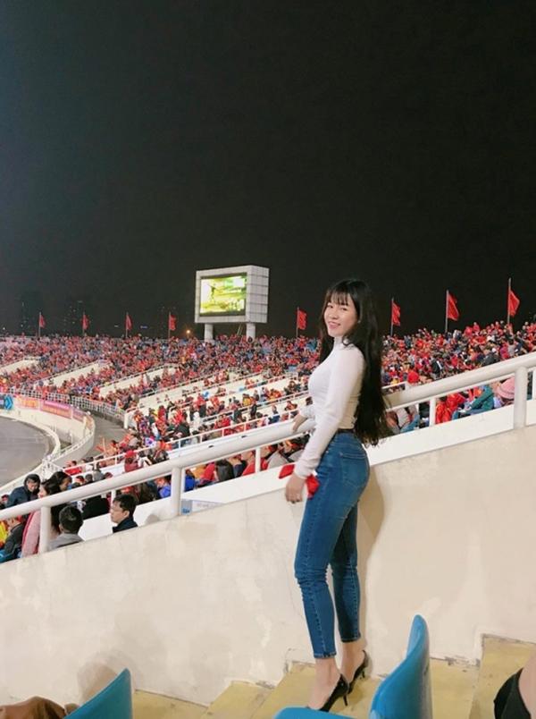 Yến Xuân xuất hiện ở sân Mỹ Đình trong trận chung kết lượt về AFF Cup 2018 giữa Việt Nam và Malasyia hôm 15/12/2018. Cô được cho là đến để cổ vũ cho Văn Lâm.