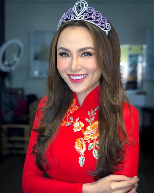 Hoa hậu Diễm Hương tự nhủ: Hãy cười vì đời đẹp lắm.