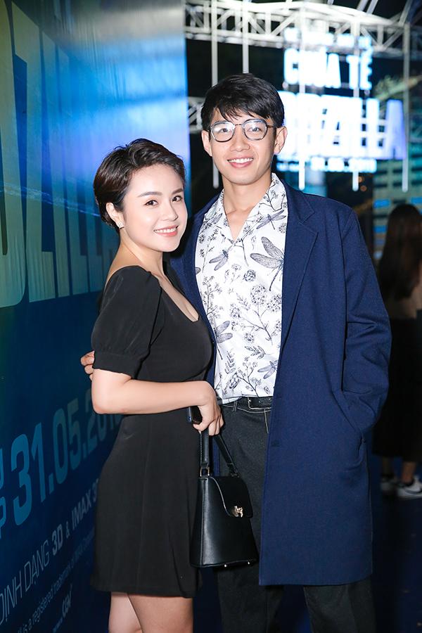 Ca sĩ Thái Trinh đi xem phim cùng bạn trai - vũ công Quang Đăng.