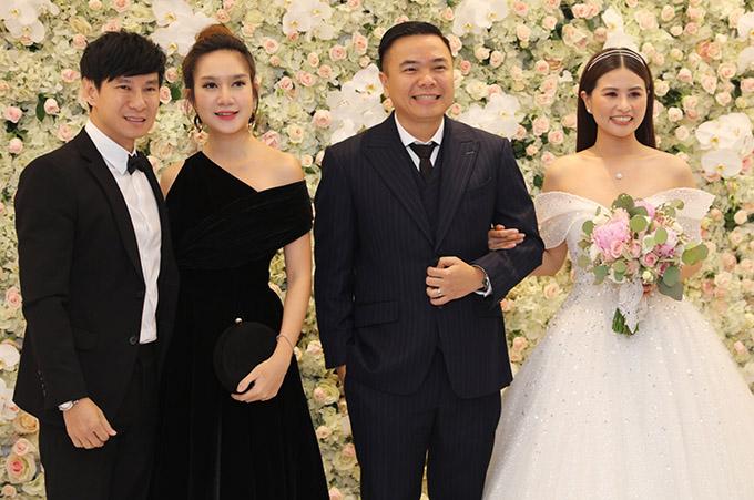 Vợ chồng Lý Hải - Minh Hà đến mừng hạnh phúc của đồng nghiệp.