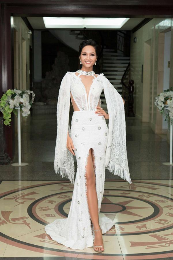 Sau Vũ Ngọc Anh, HHen Niê cũng bị một thương hiệu thời trang thế giới tố về việc mặc váy nhái.