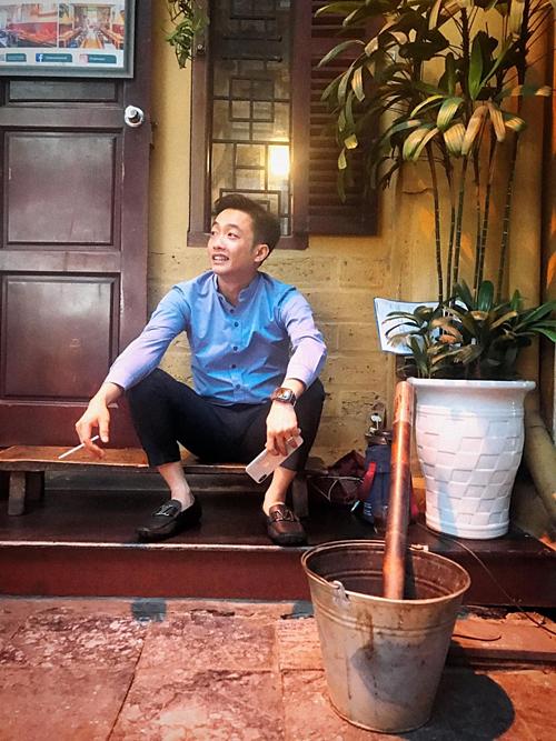 Cường Đôla: Đố ai biết tui đang nghĩ gì. Nam doanh nhân đang chuẩn bị đám cưới với người đẹp xứ lạng Đàm Thu Trang vào tháng 7 tới.