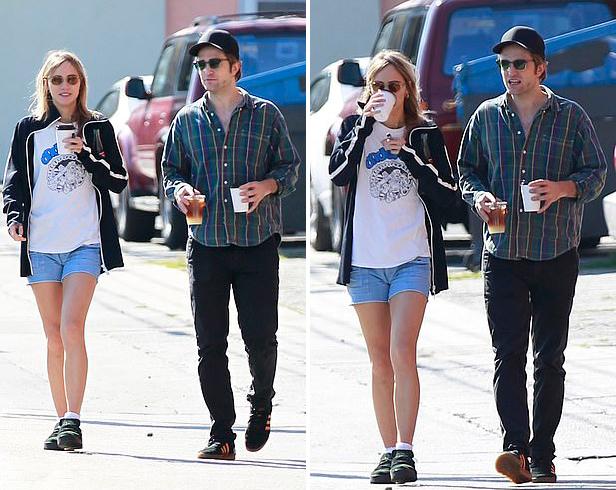 Bạn gái hiện tại được nhận xét rất đẹp đôi với Robert Pattinson. Cô là người mẫu và diễn viên nổi tiếng ở Anh.