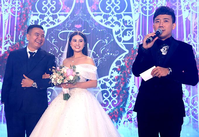 Trấn Thành đảm nhiệmvai trò MC trong hôn lễ của đạo diễn Nhất Trung.