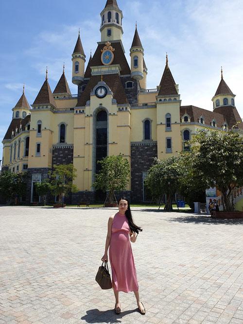 Tuấn Hưng được bà xã Thu Hương làm nhiếp ảnh.
