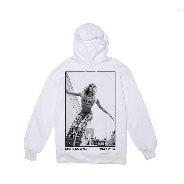 Để quảng cáo sản phẩm âm nhạc mới, Miley cũng nghĩ ra nhiều chiêu câu khách như bán kèm theo vật lưu niệm trên trang web riêng. Chiếc áo hoodie in chân dung của Miley được bán với giá 50 USD.