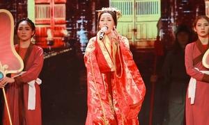 Chi Pu hóa vai Cám, mang Đại Nội Huế lên sân khấu