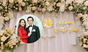 Không gian lễ cưới tràn ngập những cành hồng của Sara Lưu