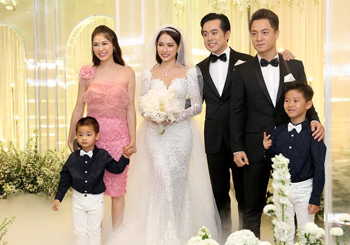 Gia đình Đăng Khôi rất thân với Dương Khắc Linh và Sara Lưu.