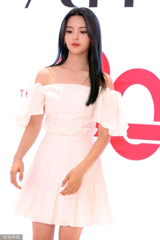 Mỹ nữ đẹp nhất Trung Quốc được cả đoàn vệ sĩ, trợ lý tháp tùng - 2
