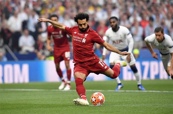 Salah mở tỷ số cho Liverpool ngay ở phút thứ hai từ chấm phạt đền. Ảnh: Reuters.