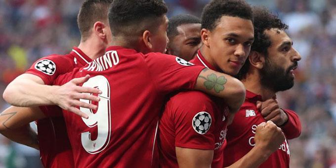 Sau khi ghi bàn, Salah và các đồng đội ôm nhau mừng bàn thắng trước khi chân sút người Ai Cập quỳ xuống hôn sân. Bàn thắng của Salah nhanh thứ