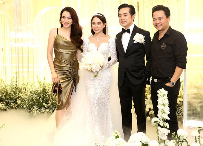 Diễn viên Trang Nhung cùng ông xã Hoàng Duy cũng đến chúc phúc cho Sara Lưu và Dương Khắc Linh.