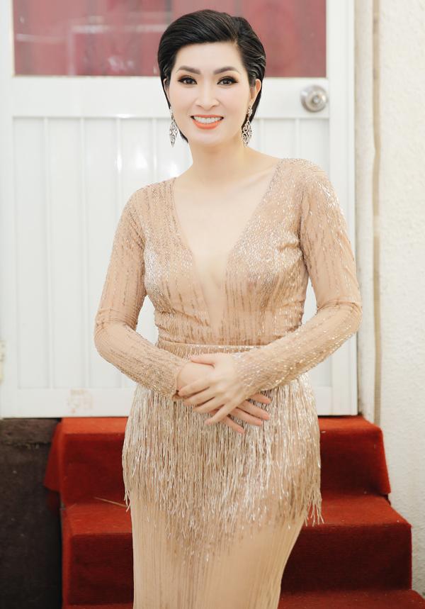 Được Quang Hà và Lệ Quyên động viên, Nguyễn Hồng Nhung dự định sẽ về nước hát thường xuyên hơn.