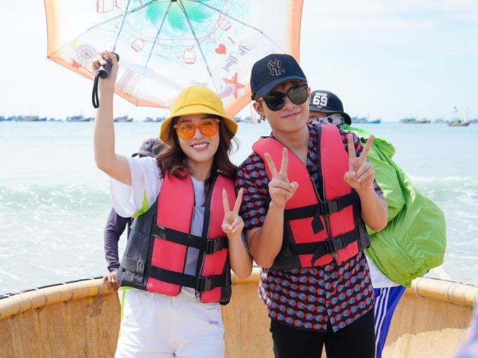 Puka và Gin Tuấn Kiệt chung một đội. Ở tập đầu tiên, các nghệ sĩ phải trải qua thử thách đua thuyền thúng, sau đóhỗ trợ người dân làng chài bán hải sản tạichợ cá.