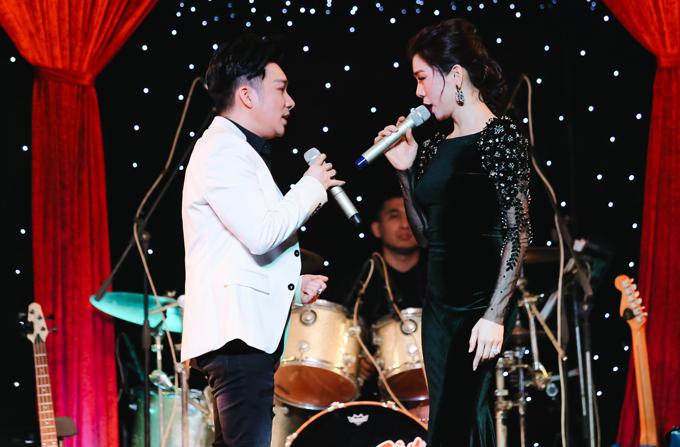 Quang Hà kết hợp ăn ý cùng Lệ Quyên trong ca khúc Tình bơ vơ. Nam ca sĩ khoe giọng hát cao vút, đầy nội lực còn Nữ hoàng Bolero chinh phục khán giả bằng chất giọng da diết, giàucảm xúc.