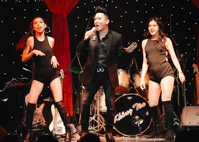 Quang Hà thay hai trang phục hàng hiệu, diễn sung bên dàn vũ công.