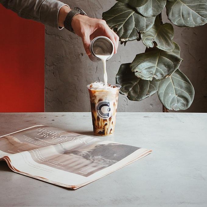 Arabica bạc xỉu kết hợp giữa cà phê lạnh phương Tây và món bạc xỉu.