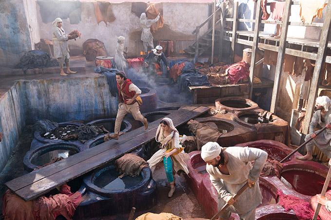 Khu chợ trong phim được thiết kế tỉ mỉ, tái hiện không khí của một thị thành trên con đường tơ lụa trong truyện cổ tích.